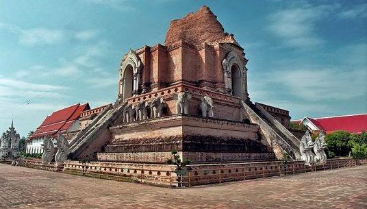 Монастырь Чеди-Луанг в Тайланде