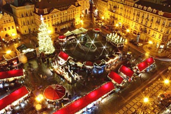 одна из рождественских ярмарок в Праге