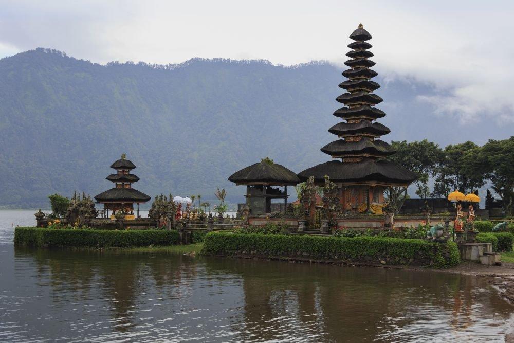 храмы и серфинг на Бали