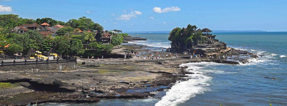 отлив и храм в океане